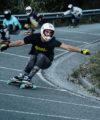 rider patinando downhill longboard bamboo basati montada con lija y setup