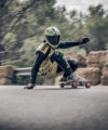 sergio carrion patinando downhill longboard bamboo thor hammer
