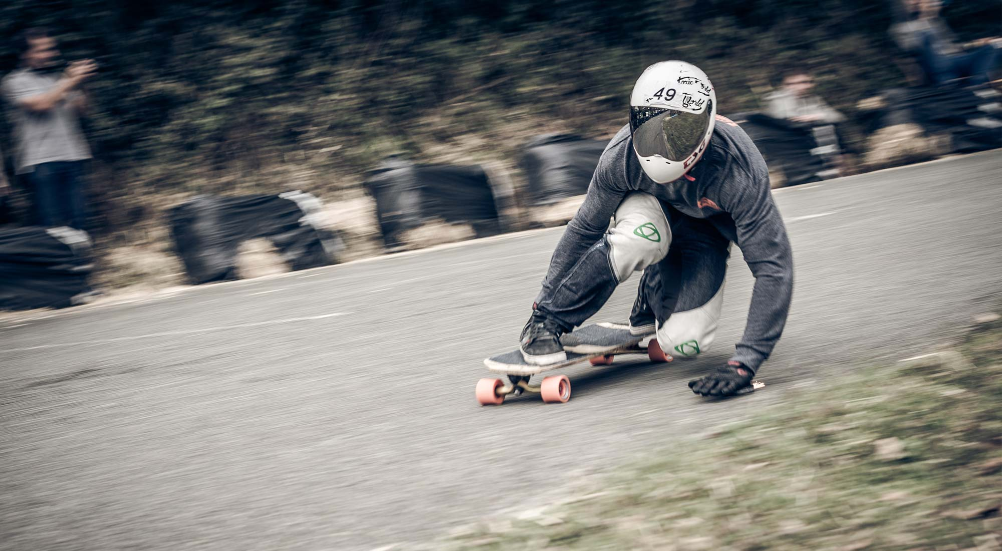 rider patinando downhill longboard bamboo thor hammer